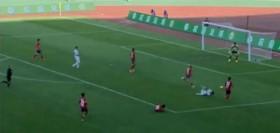 В финале Кубка Китайской футбольной ассоциации был назначен один из самых нелепых пенальти в истории (видео)